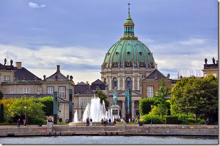 Amalienborg_and_Marble_Church_view