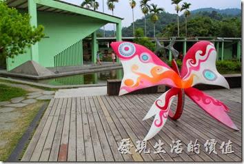 除了毛毛蟲外,南投紙教堂園區內也有許多的蝴蝶裝置藝術品,因為毛毛蟲會變成蝴蝶嘛!