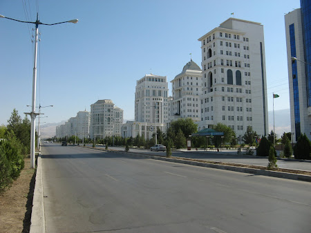 Imagini Ashgabat: Victoria Socialismului - varianta turkmena