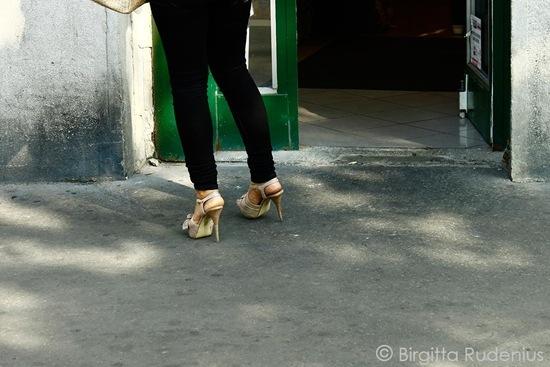 feet_20110922_beige