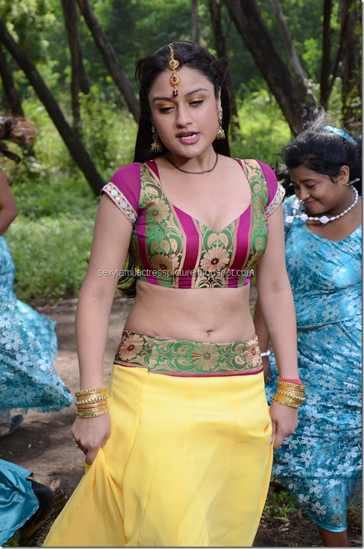 Nadigayin-Vakku-Moolam-actress-Sonia-Agarwal-boobs-exposing-image