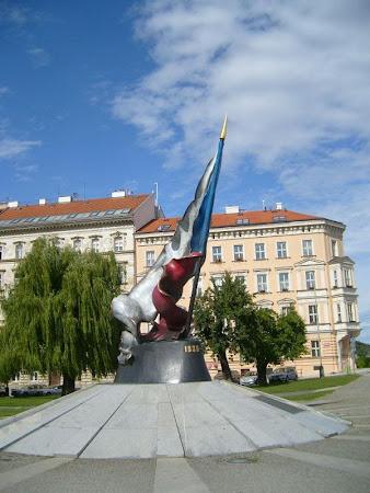 Imagini Cehia: Monumentul steagului Cehiei din Praga