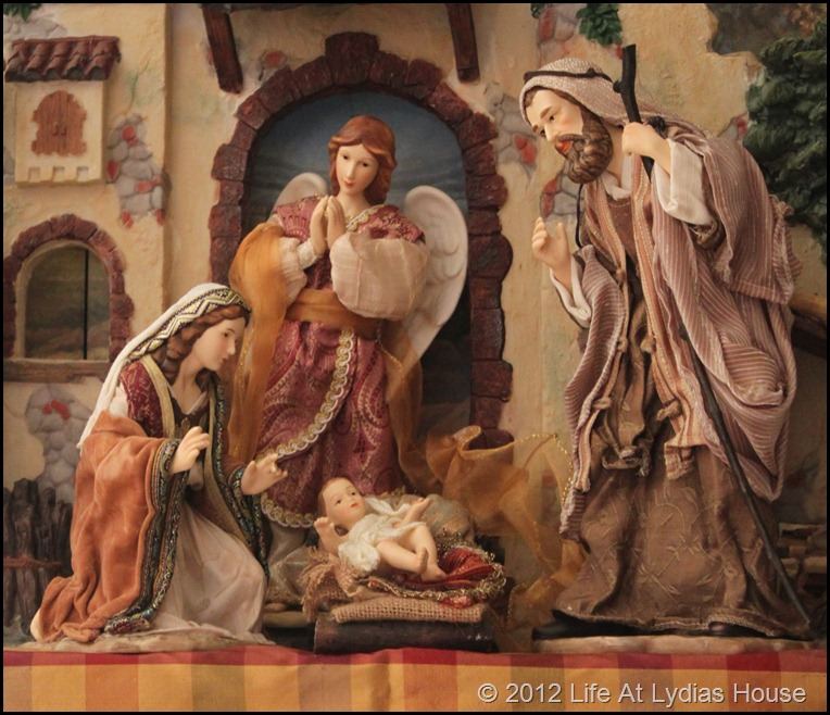 nativity mantle 1A