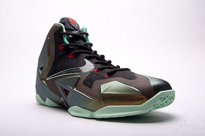 nike lebron 11 gr parachute gold 3 15 kings pride Nike LeBron XI Kings Pride   Detailed Look & Package