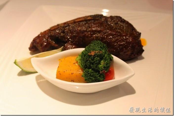 台南-西堤(Tasty)民族店。主餐-義式丁骨豬排。帶有很重的甜味,個人不太習慣。