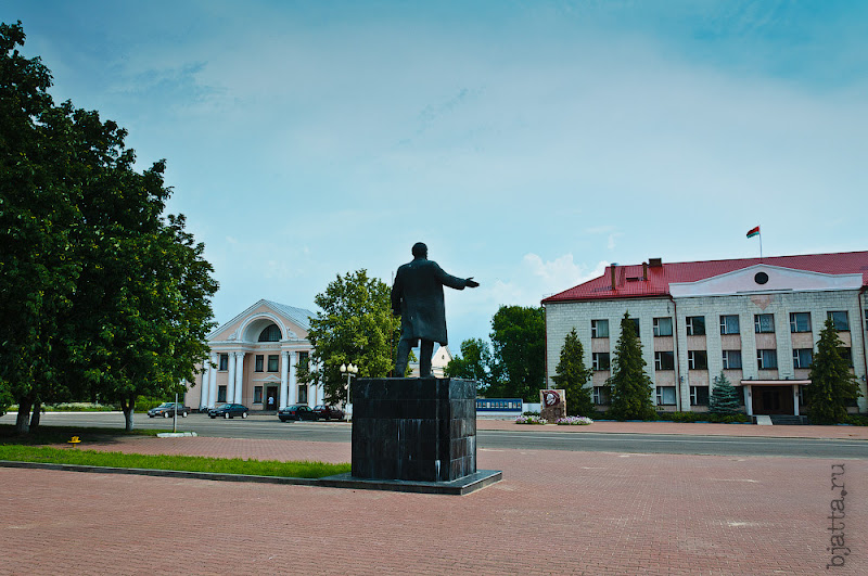 Слева от Ленина и райисплокома - дом культуры.