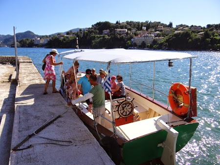 31. Barca spre Pontikonisi.JPG
