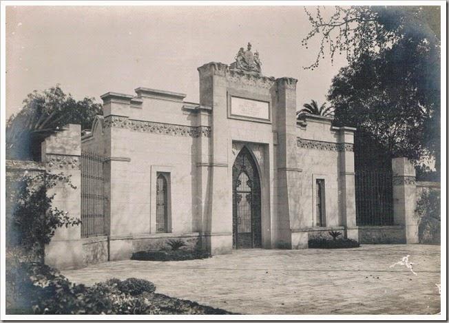 1930 ca Puerta del Cementerio Britaìnico de Valencia.