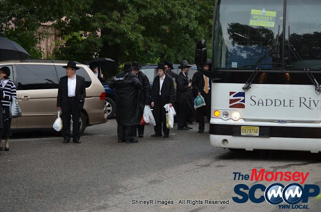 Loading the Buses in Monsey for the Siyum HaShas In MetLife Stadium (Meir Rothman) - DSC_0027.JPG