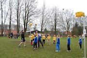 Schoolkorfbaltoernooi ochtend 17-4-2013 068.JPG