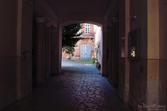 house_20110831_streetdoor1