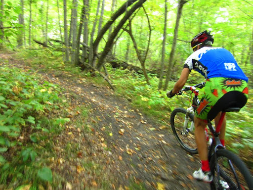 Twisting through the singletrack