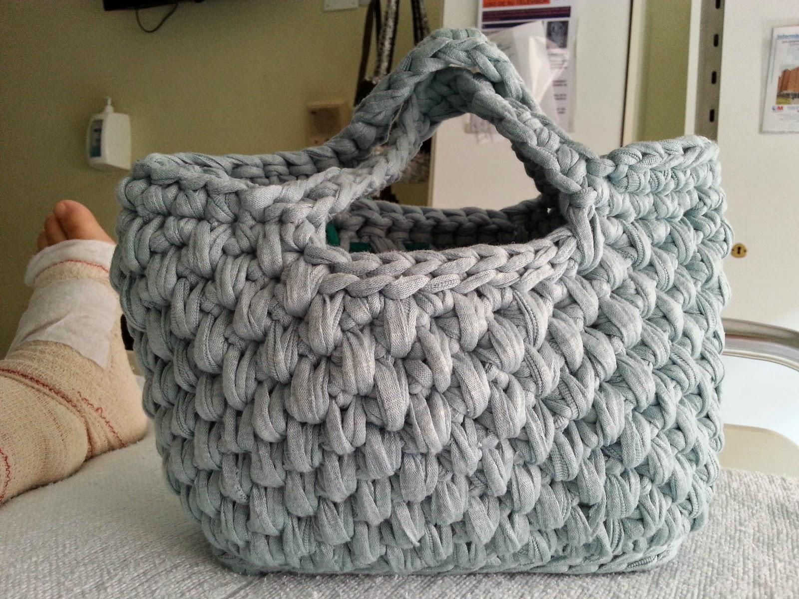 Regaltacora bolso de trapillo hecho a mano con ganchillo for Bolsos de crochet de trapillo