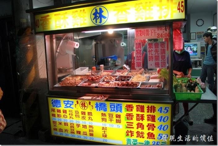 花蓮-德安橋頭林家烤魷魚。所有的餐都大多寫在攤位前的招牌上了。