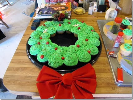 Christmascupcakes12-27-13a