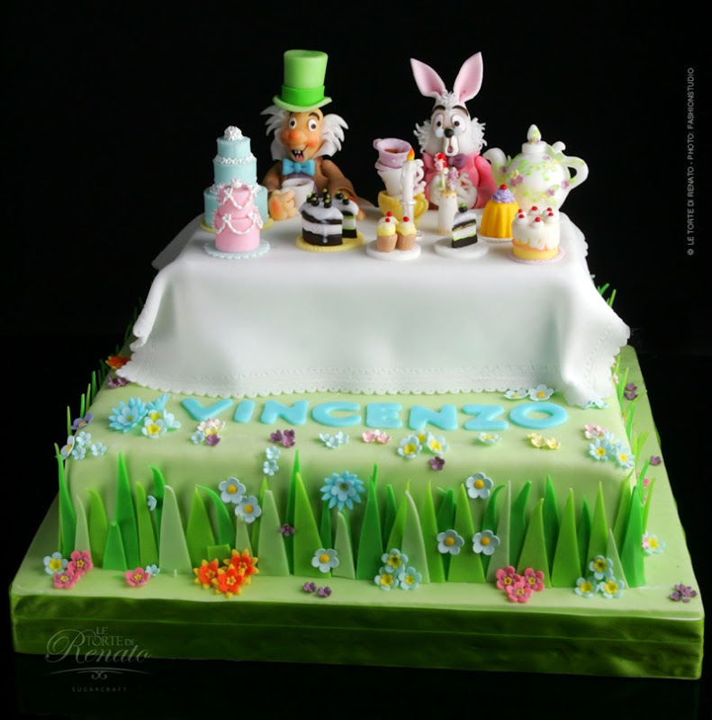 Alice in wonderland cappellaio matto cake