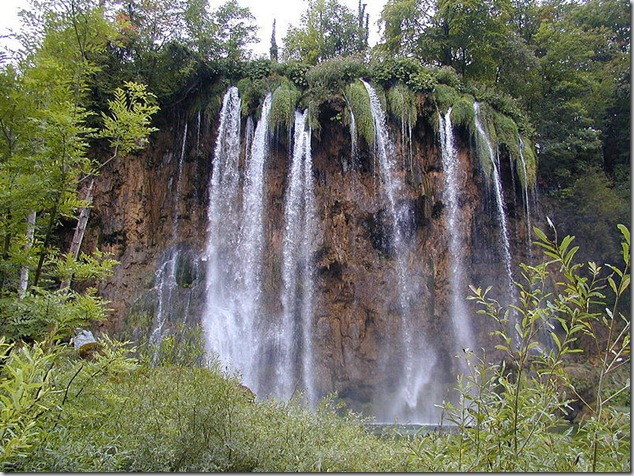 amazing-waterfalls-of-plitvice-lakes-in-croatia-4