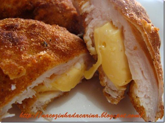 frango-empanado-recheado-com-queijo-01