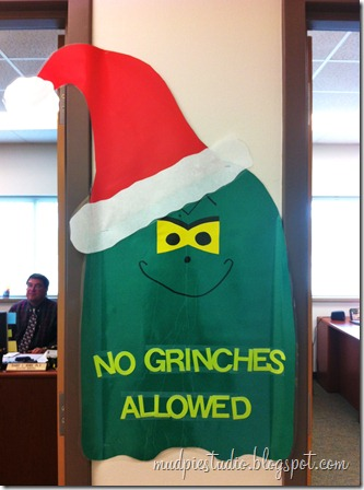 Grinch bulletin board idea from mudpiereviews.blogspot.com #holiday #Christmas #school