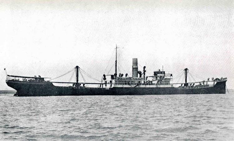 El vapor ALFONSO PEREZ en estado original fondeado el Sagua La Grande, Cuba. Del Libro, LA MARINA CANTABRA. DESDE EL VAPOR. Vol III.jpg