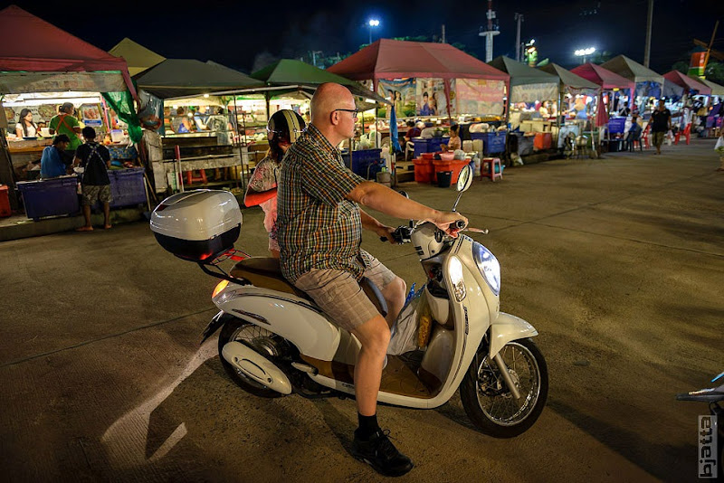 2557_Thailand_Pattaya_Jomtien_Night_market_at_beach-27