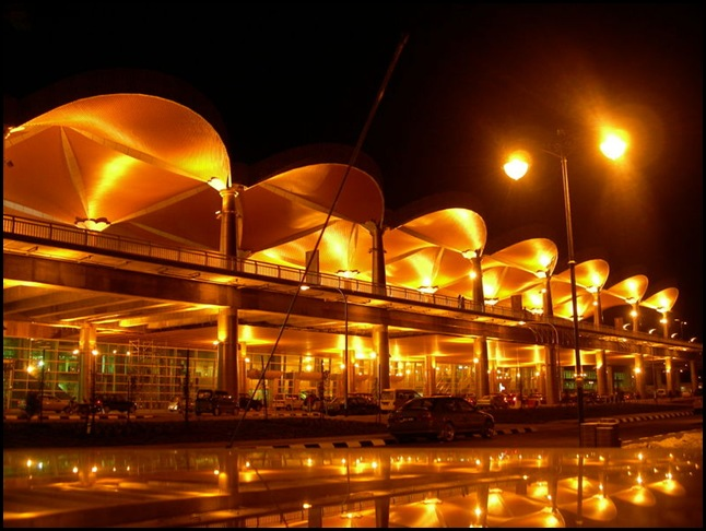 Kuching_International_Airport_at_Night