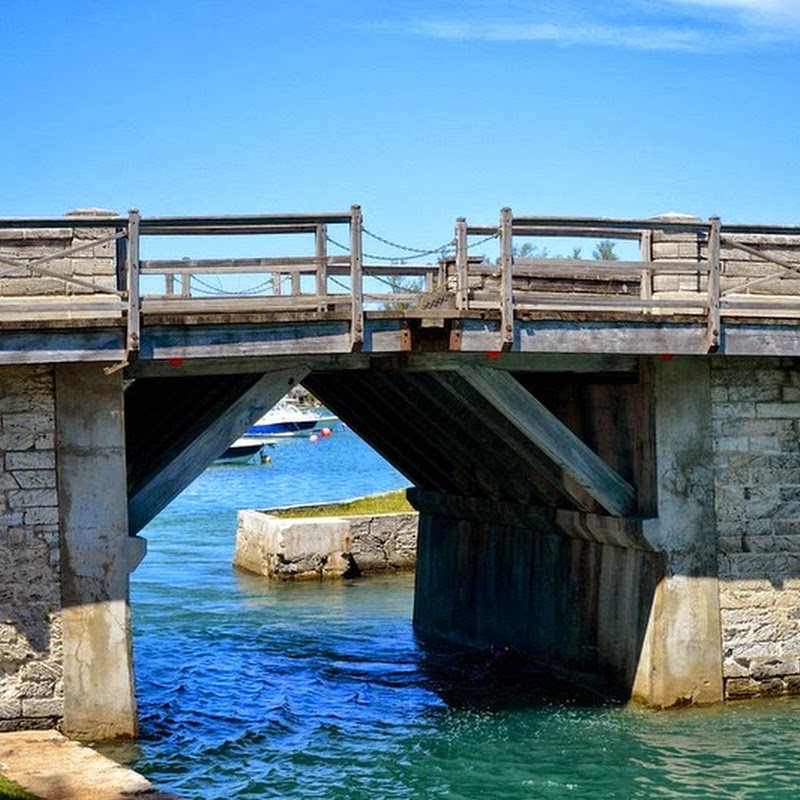 Somerset Bridge Bermuda - The World's Smallest Drawbridge