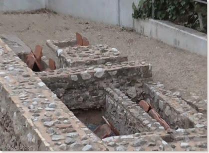 Tumbas entre los contrafuertes del Mausoleo de El Albir