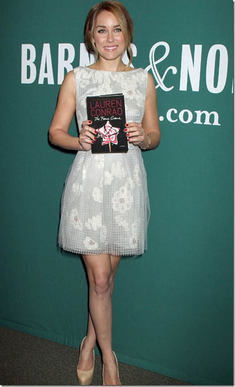 Lauren-Conrad-at-The-Fame-Game-Book-Signing