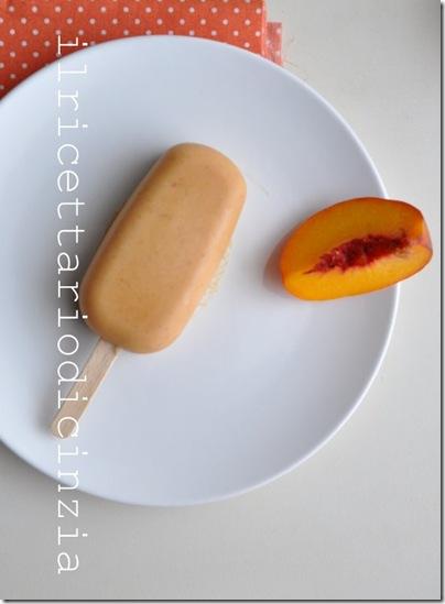 ghiaccioli alle pesche gialle, yogurt e vaniglia