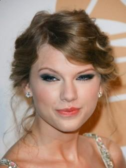 Taylor Swift Elegant Short Hairstyle for 2013