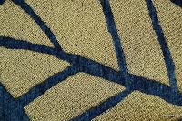 Tkanina obiciowa z efektem metalicznym. Motyw roślinny - liście. Granatowa, złota.