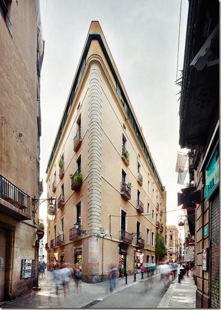16-Carrer-Avinyo-David-Kohn-Architects-Barcelona-photo-Jose-Hevia-Blach-yatzer