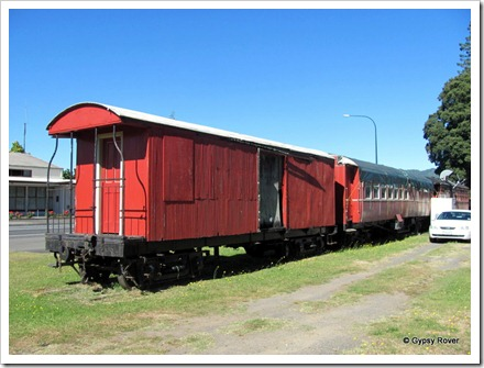 Old guards van and carraige, now part of a cafe in Taumarunui.