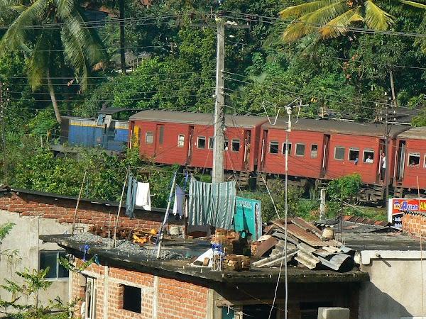 Imagini Sri Lanka: trenul de Colombo