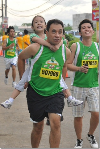 Families joined the exciting display of passion and determination at the 37th National MILO Marathon qualifiers in Naga City.