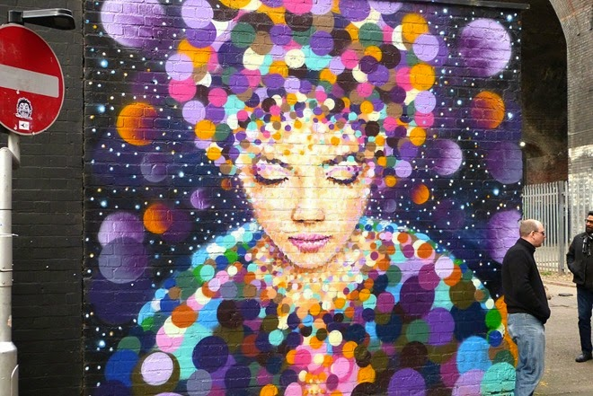 Рисунок восточной женщины на стене в Бирмингем, Custard Factory