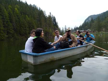 Bloggeri in barca pe Lacu Rosu