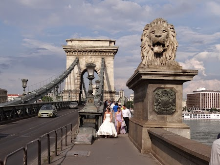 13. Lanc hid - Budapest.JPG