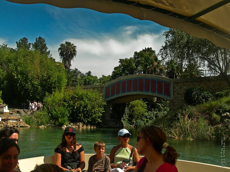 35. Китай. Порт Авентура. Port Aventura. Salou. Costa Dorada. Spain. Мы же отправляемся на спокойную водную прогулку.