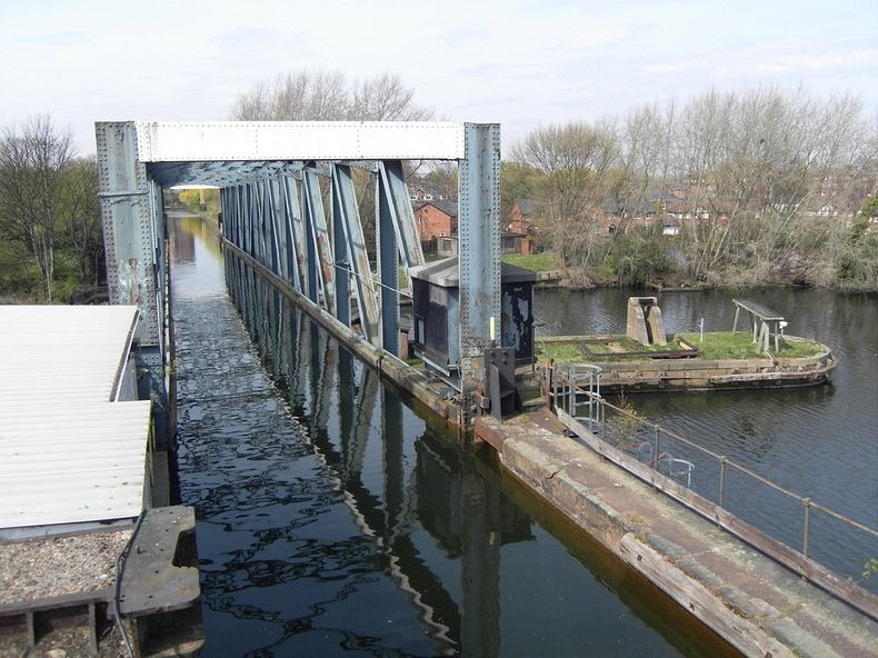 barton-swing-bridge-1