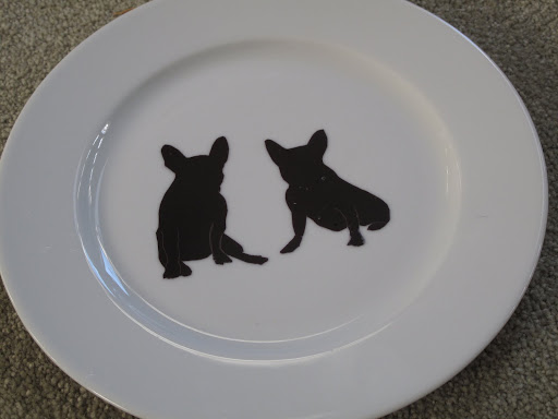 Look at this beautiful plate.  Do you see that it's decorated with Frenchies?