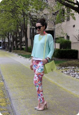 zara-floral-pants-pastel-3-530x768