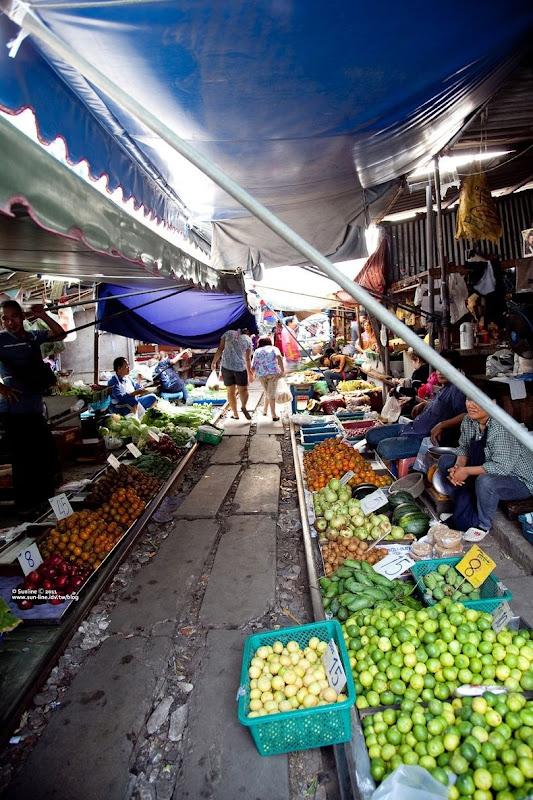 maeklong-railway-market-10