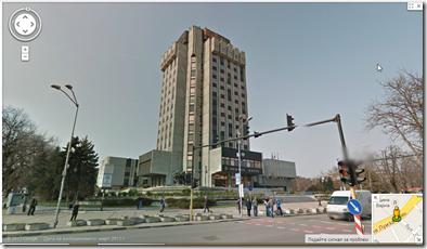 Панорамен изглед пред сградата на Община Варна
