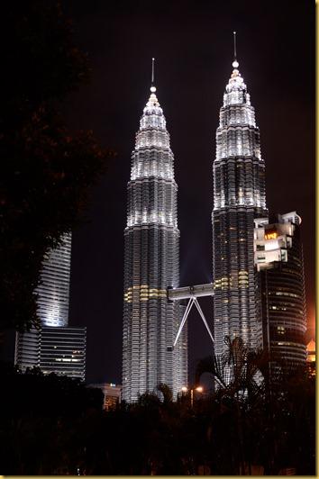 Twin Tower Kuala Lumpur Malaysia photo, Twin Tower Kuala Lumpur Malaysia lit up
