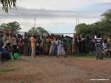 mensen wachten op maïs