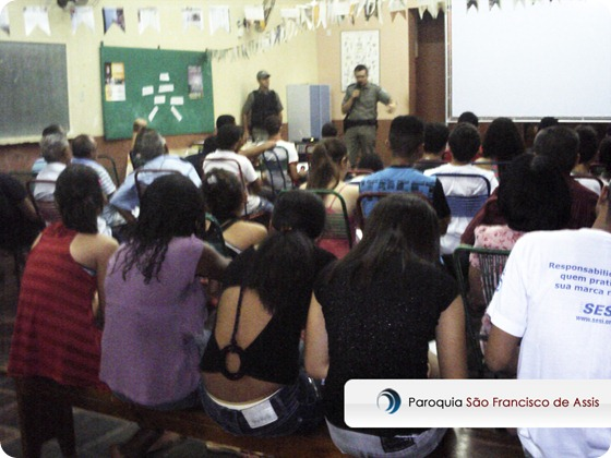 Grupo de jovens palestra