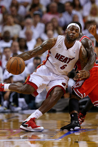 LeBron James Miami Heat blowout Chicago Bulls in Game 2