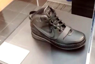news nike whq lebron black collection 2 07 King James visits Nike WHQ. Shares Nike LeBron All Black Collection!